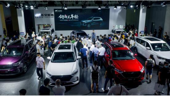 领潮前卫代表 超感·新运动SUV长安欧尚X5内饰图解读